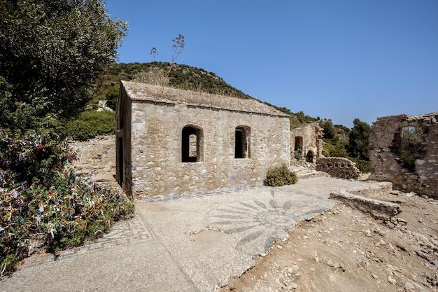 A igreja em ruínas na turquia