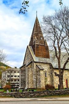 A igreja medieval de pedra em voss, noruega