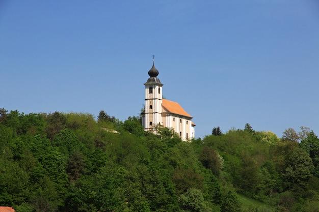 A igreja nas montanhas da eslovênia