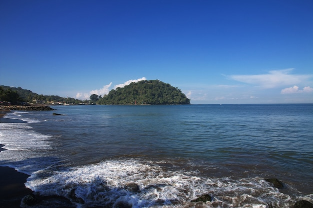 A ilha na cidade de padang, indonésia