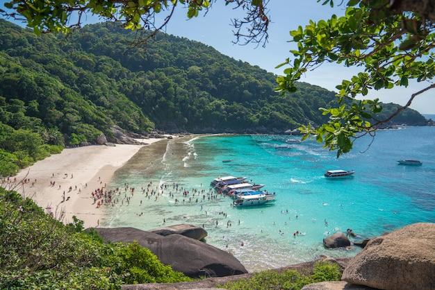 A ilha simlan uma famosa praia de cenário em phang nga tailândia