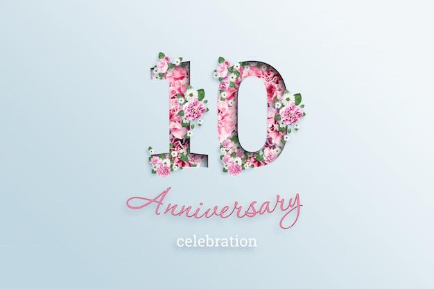 A inscrição 10 número e aniversário celebração textis flores, em uma luz