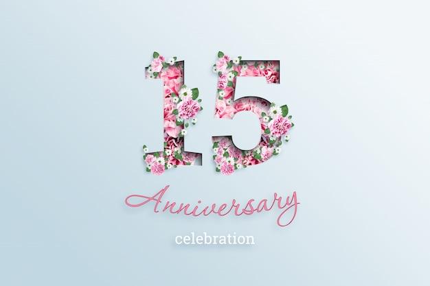 A inscrição 15 número e aniversário celebração textis flores, em uma luz