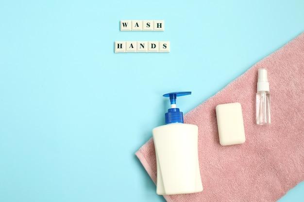 A inscrição lavar as mãos com anti-séptico, sabão, towl