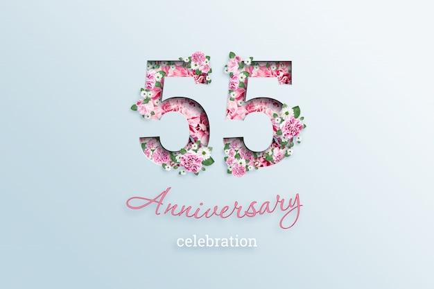 A inscrição número 55 e aniversário celebração textis flores, em uma luz.