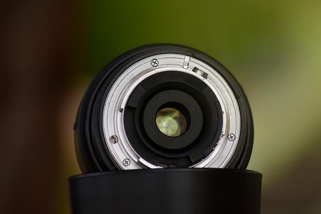 A lente da câmera que oferece qualidade nítida e bonita para fotógrafos profissionais.