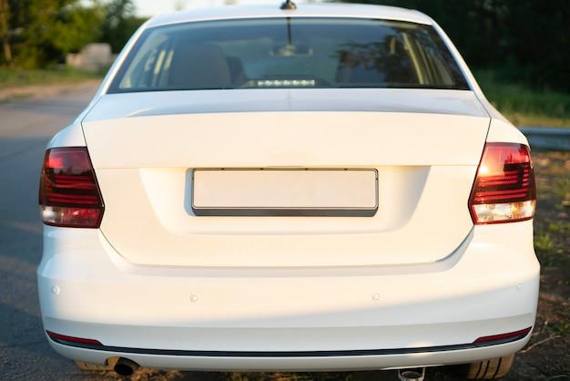 A licença da placa do carro vazia, o espaço da cópia ou modelo de design de maquete