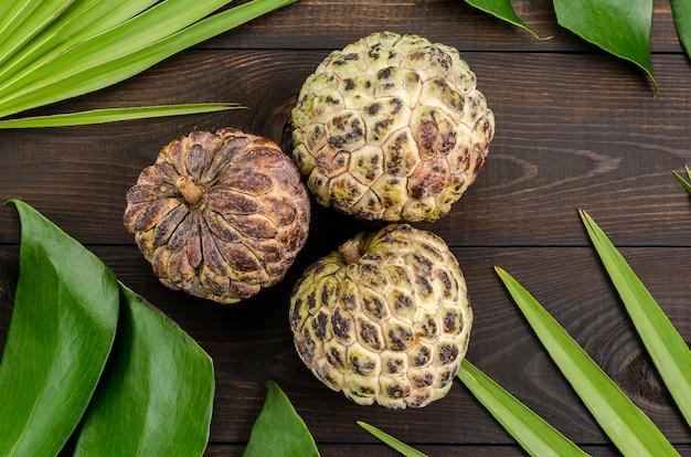 A maçã de creme, sugarop de maçã de açúcar, ou anon, annona squamosa, as frutas exóticas