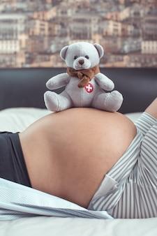 A mãe está se preparando para dar à luz.