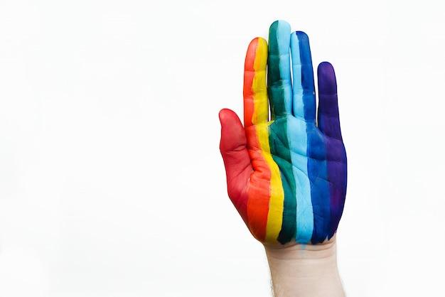 A mão do homem com bandeira lgbt