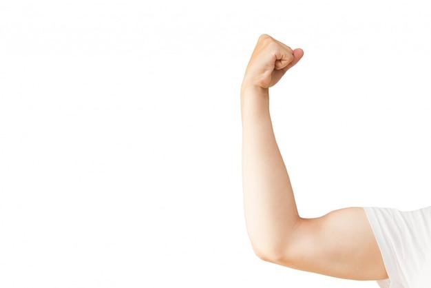A mão do homem com os músculos. homem dos esportes no fundo branco.