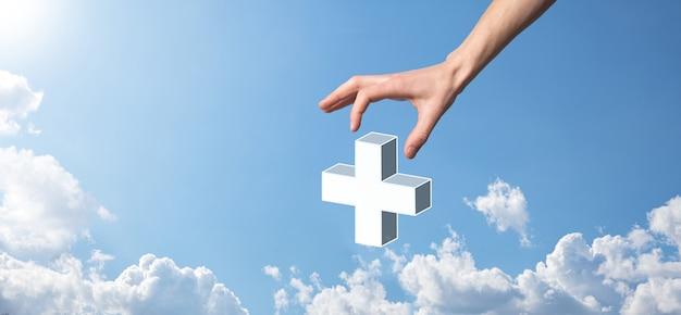 A mão segura 3d ícone de adição, a mão segura oferece coisas positivas, como lucro, benefícios, desenvolvimento, csr representado pelo sinal de mais. a mão mostra o sinal de mais