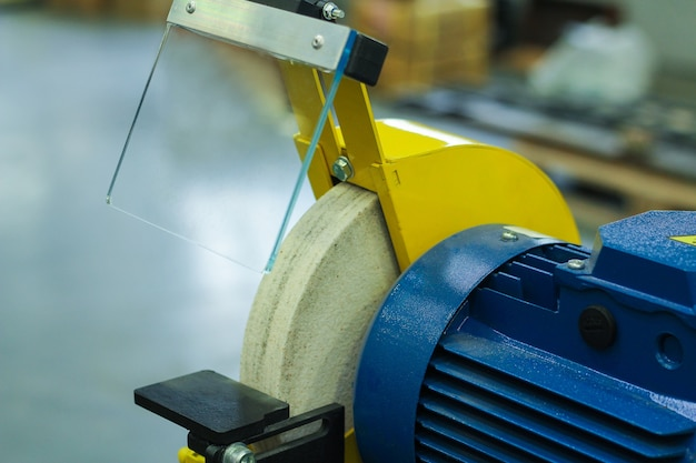 A máquina de torno cnc. máquina de torneamento para perfuração com a ferramenta de perfuração e ferramenta de perfuração central