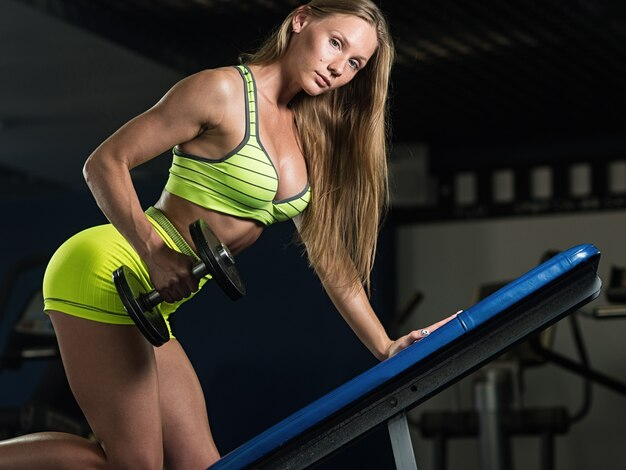 A menina muscular atlética