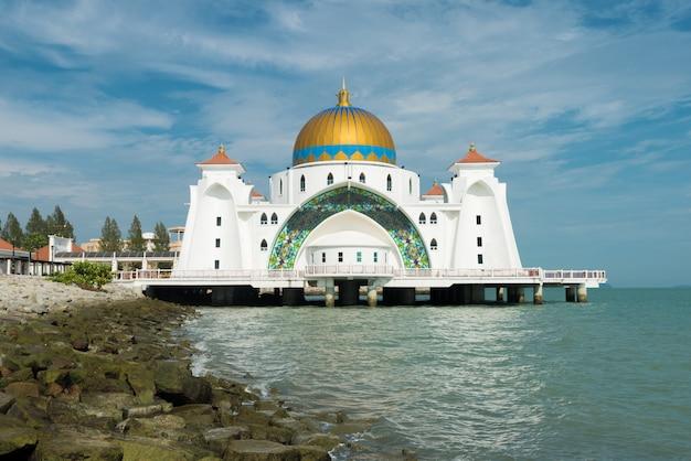A mesquita do islã de malacca é mesquita bonita do islã em malacca, malásia.