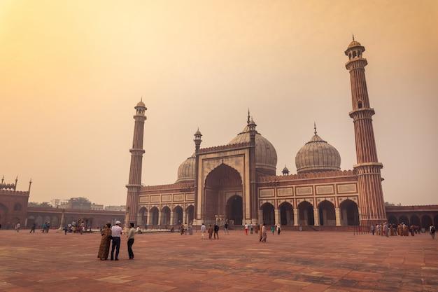 A mesquita masjid e jahan numa em nova deli, índia.