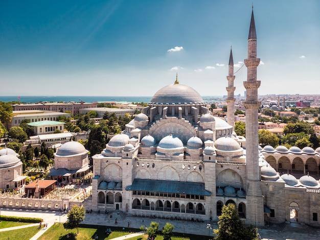 A mesquita suleymaniye é uma mesquita imperial otomana em istambul