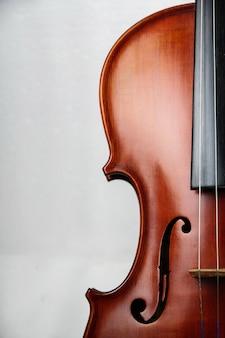 A metade da frente do violino