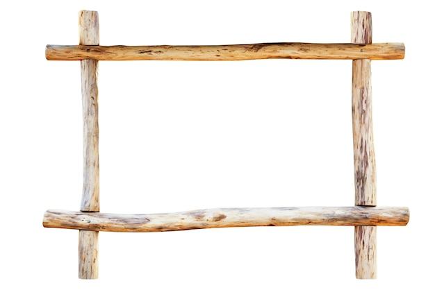 A moldura para foto feita de toras de carvalho ásperas, isolada no fundo branco