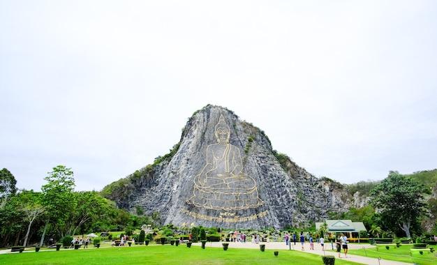 A montanha buda na tailândia