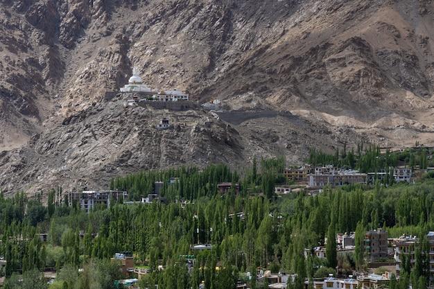 A montanha da região norte do himalaia na índia é a seção do himalaia