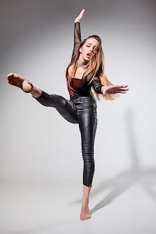 A mulher dançando