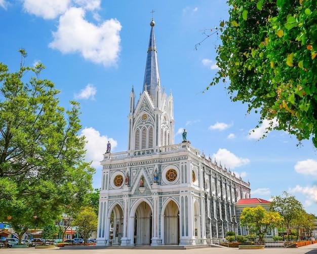 A natividade de nossa senhora da catedral, onde fica a localização em samut songkhram na tailândia