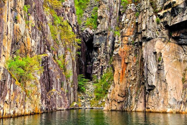 A natureza das regiões do norte: falésias e mar