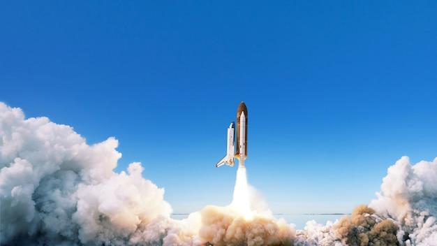 A nave espacial decola para o espaço