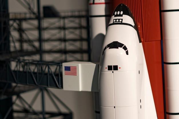 A nave espacial foguete decola do complexo de lançamento b Foto Premium