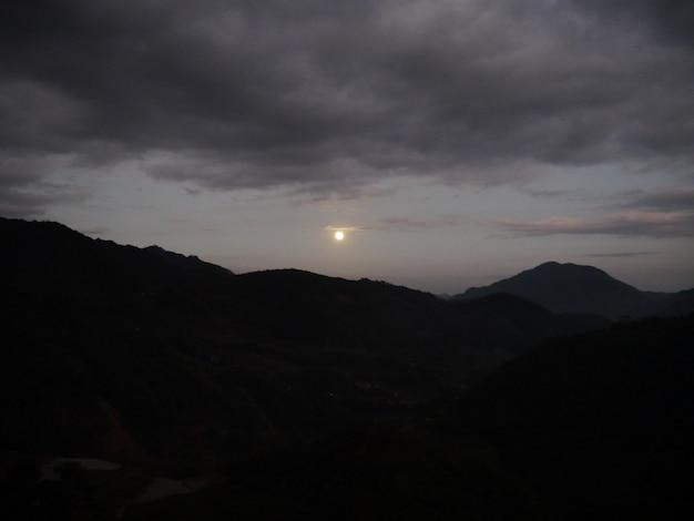 A noite nas montanhas em banaue, filipinas