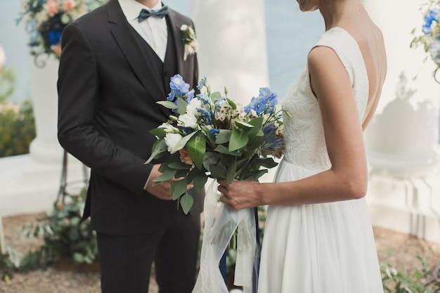A noiva e o noivo na cerimônia