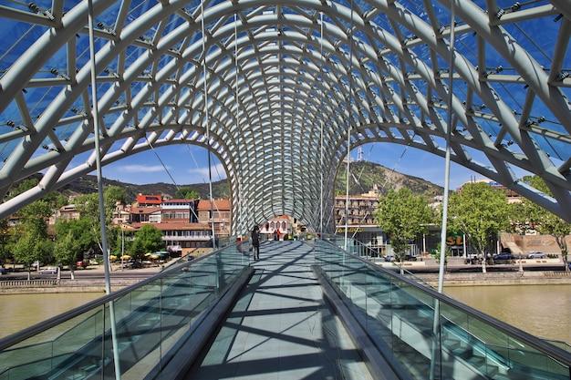 A nova ponte na cidade de tbilisi, na geórgia