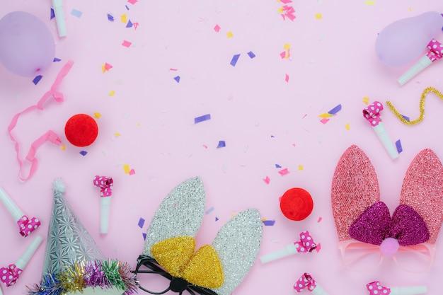 A opinião de tampo da mesa disparou do feriado feliz da páscoa das decorações.