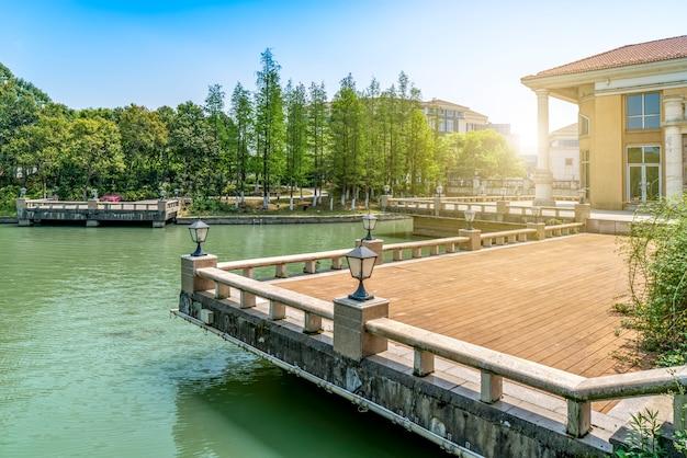 A paisagem arquitetônica do lago jinji em suzhou, china