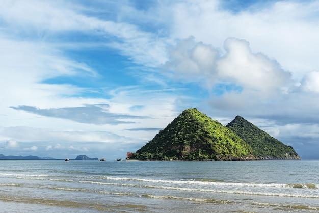 A paisagem de koh nom saw, pranburi, tailândia.