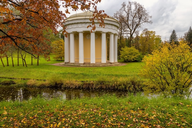 A paisagem de outono parque do palácio de pavlovsk são petersburgo, rússia