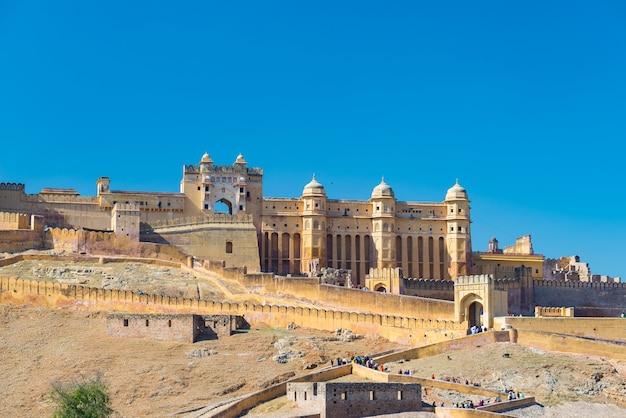 A paisagem e a arquitectura da cidade impressionantes em amber fort, destino famoso do curso em jaipur, rajasthan, india.