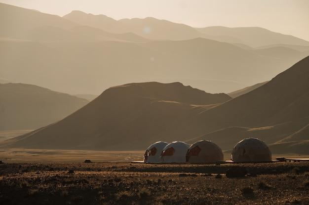 A paisagem única das montanhas de marte no verão em altai.