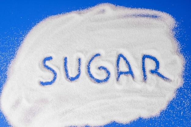 A palavra açúcar escrita em grãos de açúcar