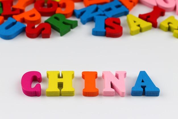 A palavra china com letras coloridas