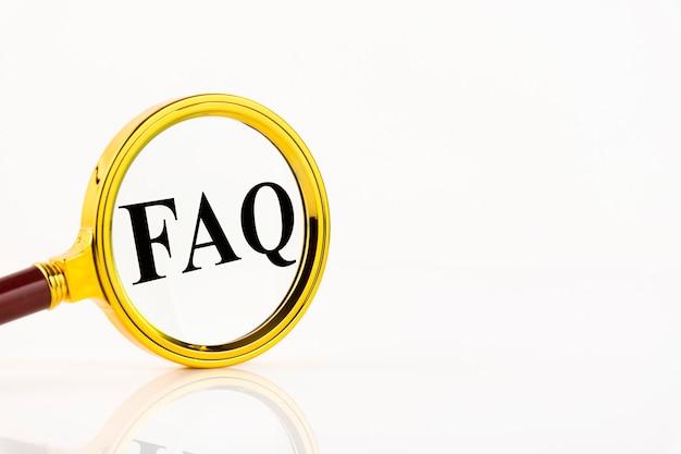A palavra faq. uma coleção de perguntas frequentes sobre qualquer tópico e respostas para elas. instruções e regras em sites. copie o espaço