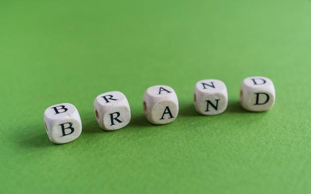 A palavra marca composta de letras rabiscadas