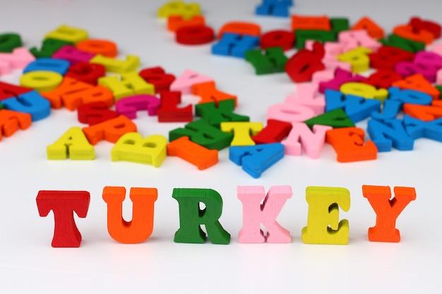 A palavra peru com letras coloridas