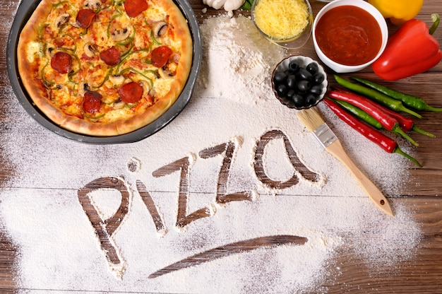 A palavra pizza escrito na farinha