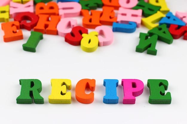 A palavra receita com letras coloridas