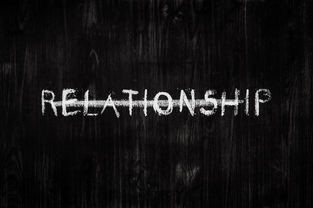 A palavra relacionamento em um quadro negro