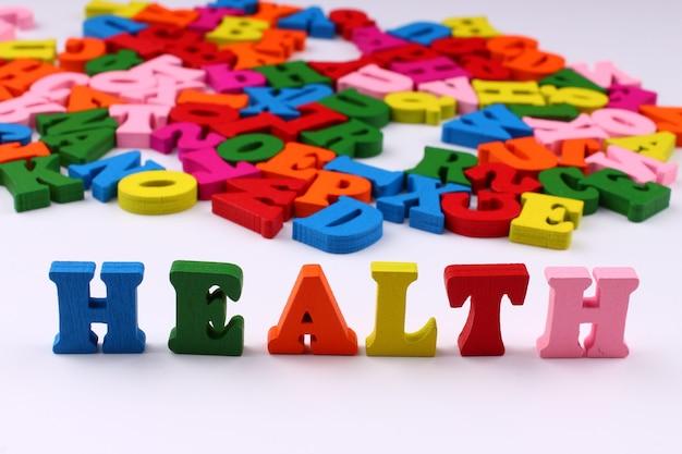 A palavra saúde com letras coloridas