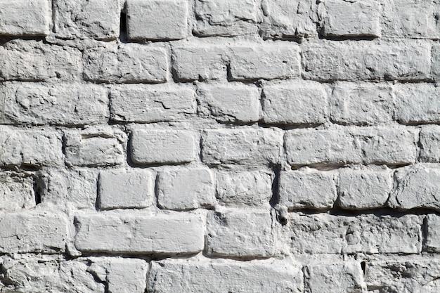 A parede de tijolo velha cinza pintada