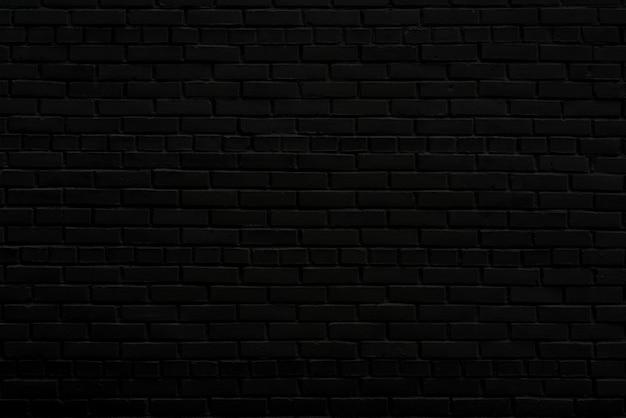 A parede preta da casa. parede de tijolos antigos tinta preta em uma parede de tijolos.